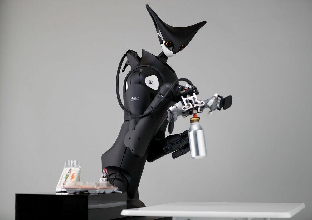 الروبوت الكنغر التابع لشركة تيلي إكزيستنس (Telexistence) للتكنولوجيا، خلال جلسة تصوير في طوكيو، اليابان 3 يوليو 2020