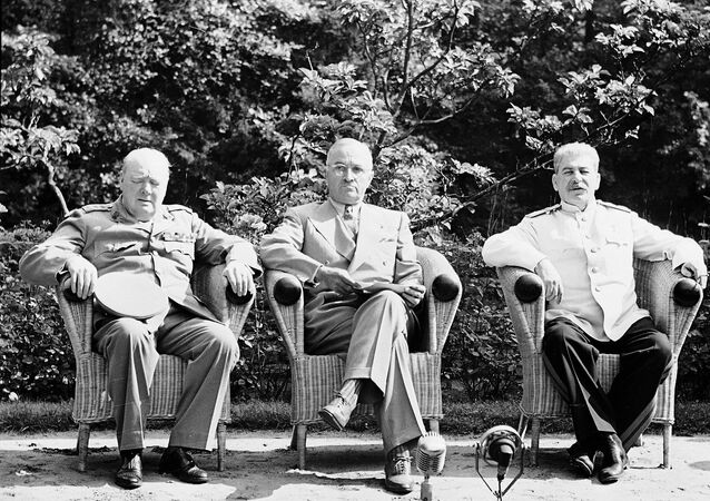 مؤتمر بوتسدام  الرئيس الأمريكي هاري ترومان، ورئيس الوزراء البريطاني ونستون شرشل، ورئيس الوزراء السوفيتي جوزيف ستالين