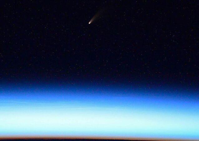 مذنب نيو ويز (NEOWISE)، يوليو 2020 يمر بجوار كوكب الأرض