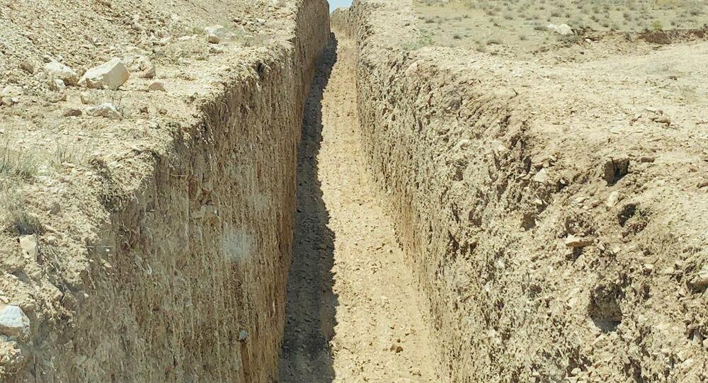 خنادق يحفروها حزب العمال الكردستاني في العراق لموجهة القصف التركي