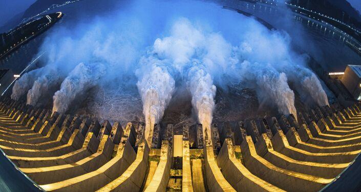 سد الممرات الثلاثة، أكبر سد هيدروليكي في العالم بني على نهر اليانغتسي في الصين. 19 يوليو 2020