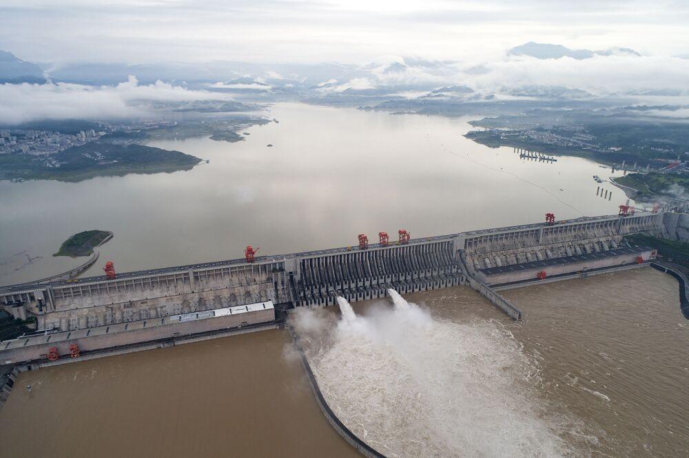 سد الممرات الثلاثة، أكبر سد هيدروليكي في العالم بني على نهر اليانغتسي في الصين. 17 يوليو 2020
