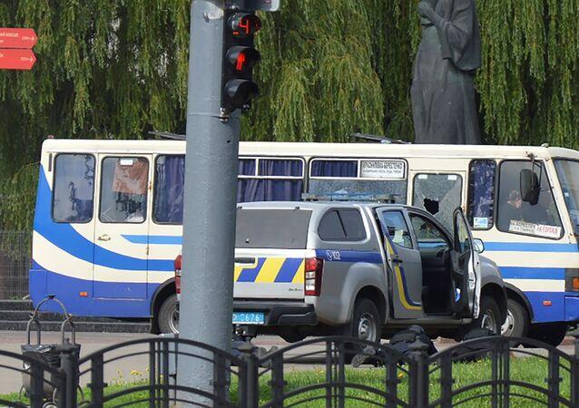 اختطاف حافلة في مدينة لوتسك في أوكرانيا و احتجاز رهائن