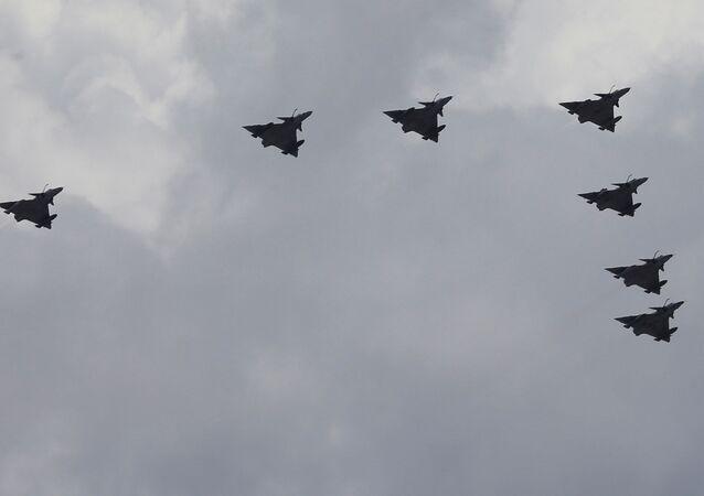 تحليق طائرات عسكرية خلال احتفالات عيد استقلال كولومبيا، 20 يوليو تموز 2020
