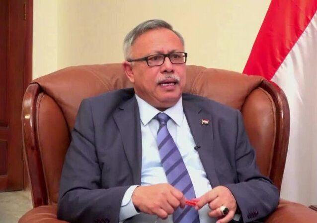 عبد العزيز بن حبتور رئيس وزراء حكومة الإنقاذ في صنعاء