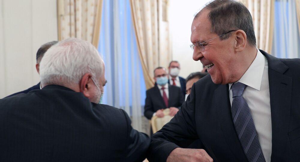 وزير الخارجية الروسي سيرغي لافروف ونظيره الإيراني محمد جواد ظريف خلال اجتماع في موسكو، 21 يوليو 2020
