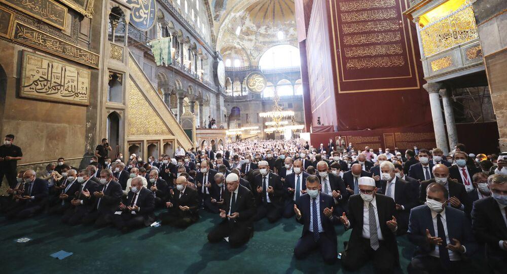 الرئيس التركي رجب طيب أردوغان خلال أول صلاة جمعة في آيا صوفيا بعد تحويله إلى مسجد، اسطنبول 24 يوليو 2020