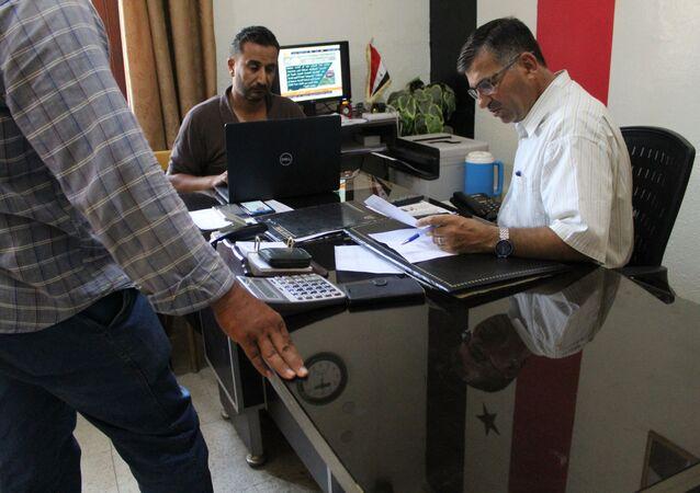 عمال كهرباء الحسكة يقدمون الخدمات على الرصيف