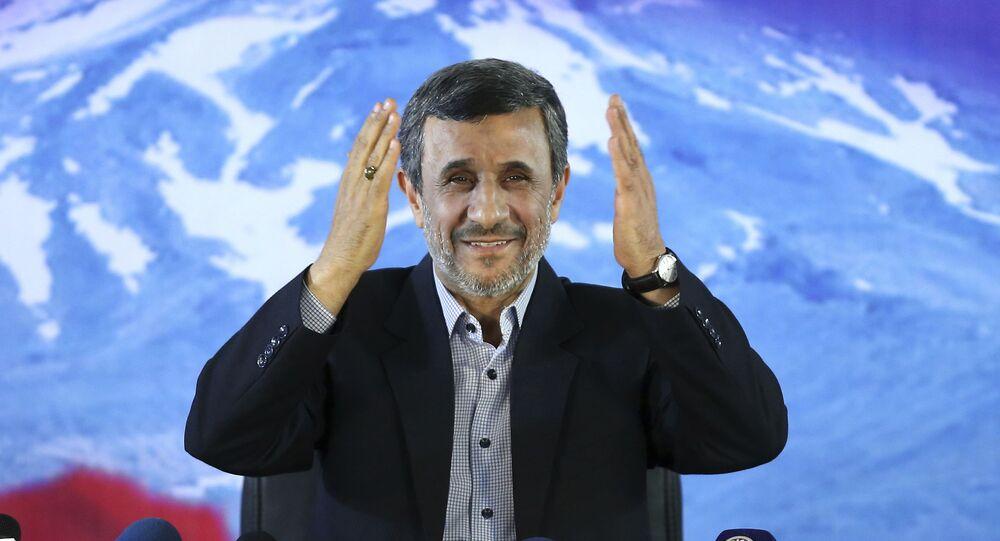 الرئيس الإيراني السابق محمود أحمدي نجاد