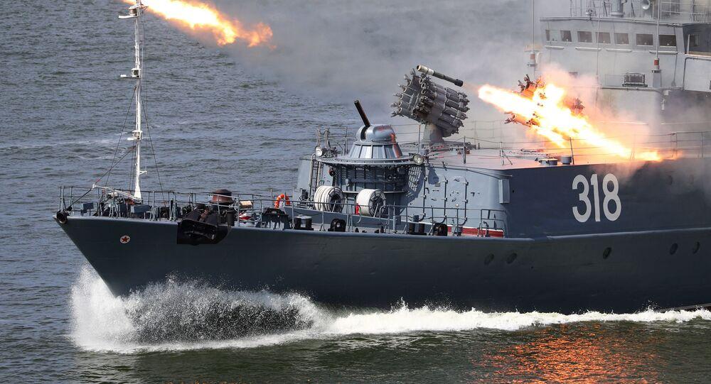 سفينة صغيرة مضادة للغواصات أليكسين خلال الاحتفال بيوم البحرية العسكرية الروسية في بحر البلطيق، إقليم كالينينغراد، روسيا 26 يوليو 2020