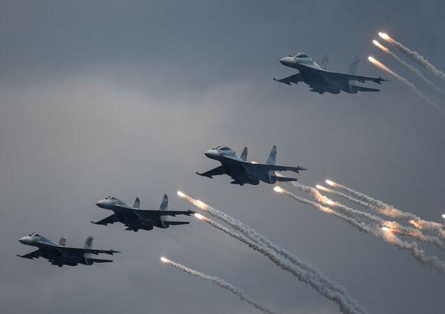 مقاتلات متعددة المهام سو-30 إس إم خلال مراسم الاحتفال بيوم البحرية العسكرية الروسية في سيفاستوبل، روسيا 26 يوليو 2020