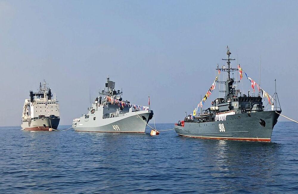 العرض العسكري البحري، في إطار مراسم الاحتفال بتأسيس البحرية الروسية، قبالة شواطئ طرطوس، سوريا 26 يوليو 2020