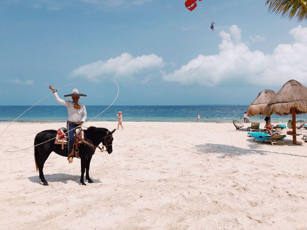 صورة بعنوان الدمج الثقافي، للمصورة الأمريكية أودري بلايك، الحائزة على الجائزة الرئيسية في فئة التصوير أسلوب الحياة في جوائز مسابقة مصور العام في التصوير بواسطة الهاتف المحمول أيفون لعام 2020
