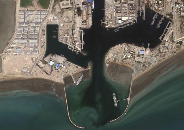 راجمات ومروحيات الحرس الثوري تدمر حاملة طائرات أمريكية مفترضة،  في مضيق هرمز، إيران 27 يوليو 2020