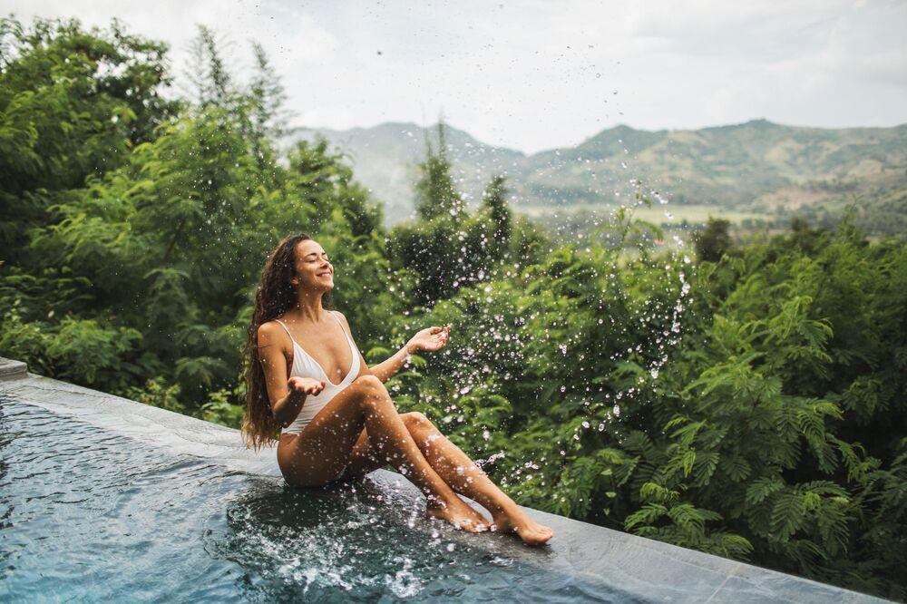 مسبح في مدينة أوبودد، إندونيسيا