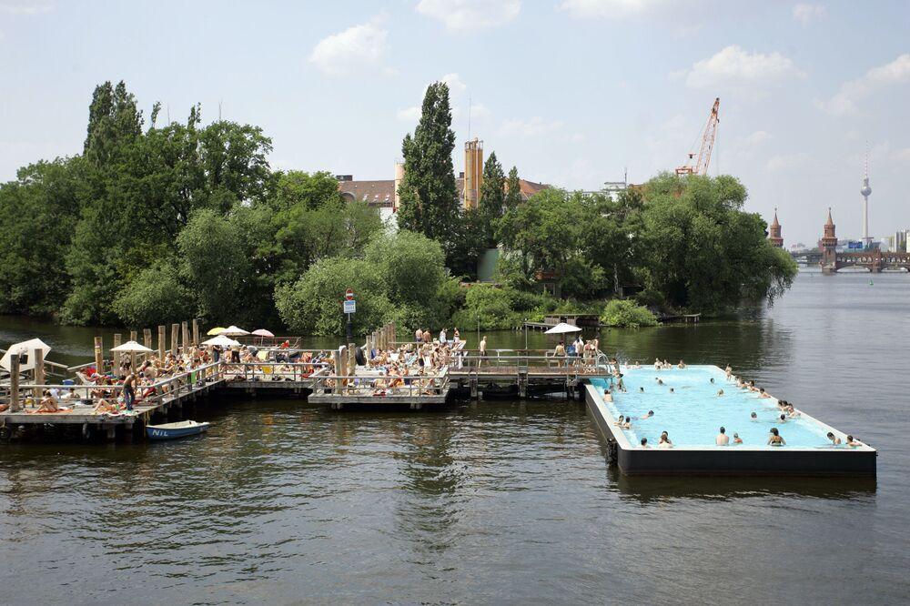 مسبح على نهر شبريه، برلين، ألمانيا