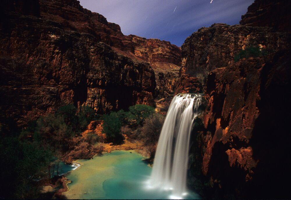 شلال هافاسو يقع في منطقة جراند كانيون في ولاية أريزونا بالولايات المتحدة