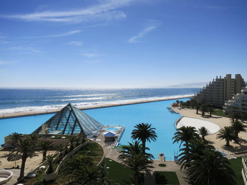 مسبح في سان ألفونسو ديل مار  تشيلي