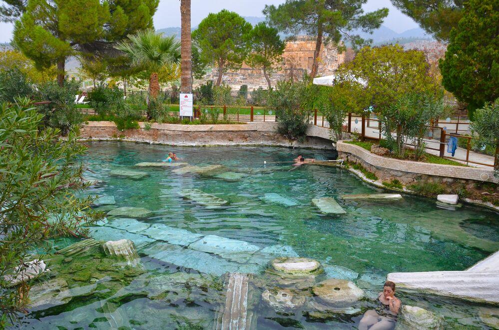 مسبح كليوبترا في دينزلي، تركيا