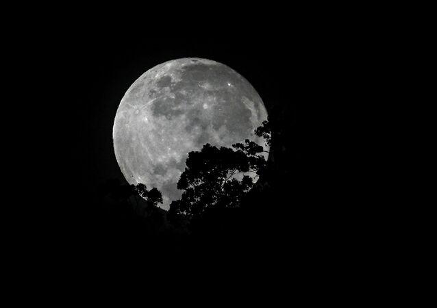 اكتمال بدر القمر في كولومبيا، 3 أغسطس 2020