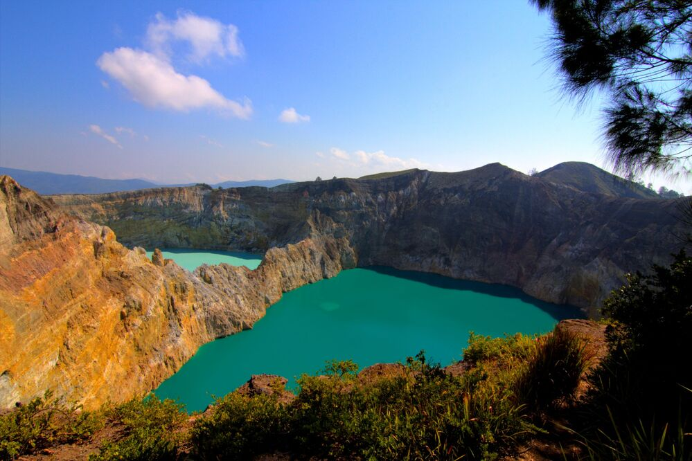 بركان كيلي موتو وسط جزيرة فلوريس في إندونيسيا