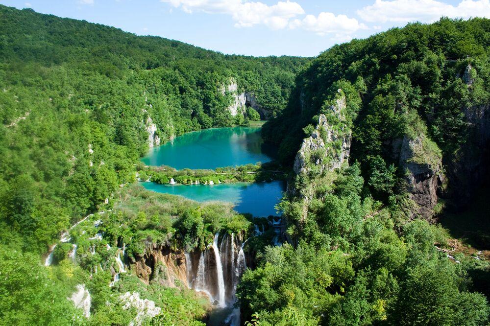 منظر يطل على بحيرات بليتفيتش، كرواتيا