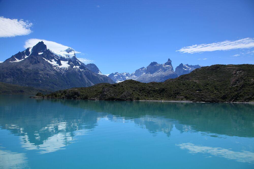 بحيرة  پويهو في تشيلي، في جبال الأنديز الباتاغونيا، في منتزه توريس ديل باين الوطني