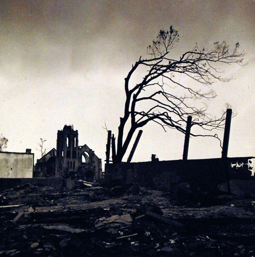 في هذه الصورة يكشف مصور البحرية اليابانية المعاناة والخراب بعد انفجار القنبلة الذرية في هيروشيما، 6 أغسطس/ آب 1945