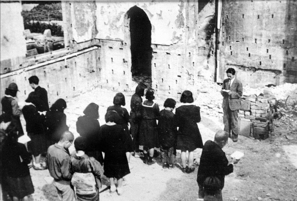 الخدمة الكنسية استمرت في كنيسة ناغاريكاوا البروتستانتية في عام 1945 بعد أن دمرتها القنبلة الذرية في هيروشيما