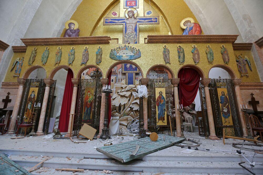 آثار الانفجار في كنيسة في محيط مرفأ بيروت، لبنان 5 أغسطس/ آب 2020