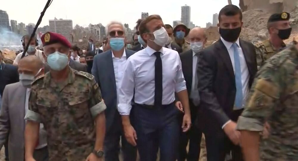 ماكرون خلال زيارته لبيروت بعد إنفجار المرفأ