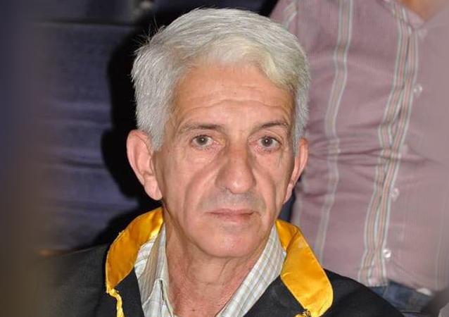 الدكتور أنور العمر مدرس في جامعة الحواش السورية