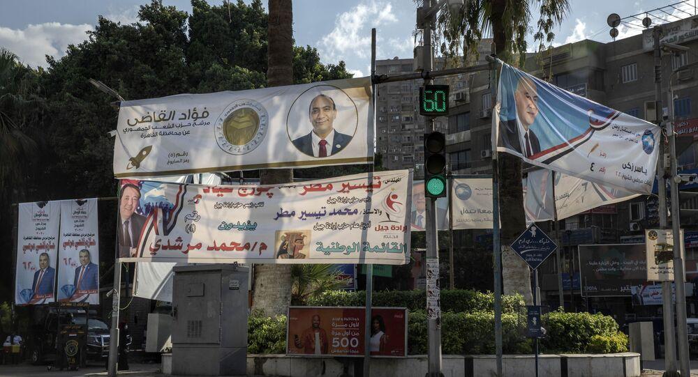 لافتات دعاية في شوارع القاهرة لمرشحين في انتخابات مجلس الشيوخ المصرية