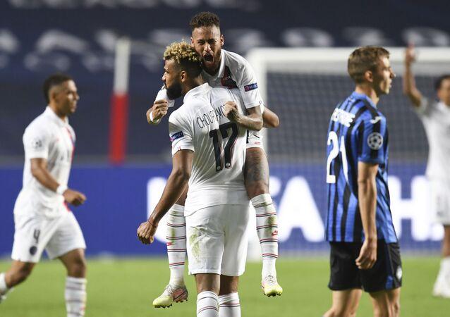 نيمار خلال فوز باريس سان جيرمان على أتلانتا (2-1) والتأهل لنصف نهائي دوري أبطال أوروبا 12 أغسطس آب