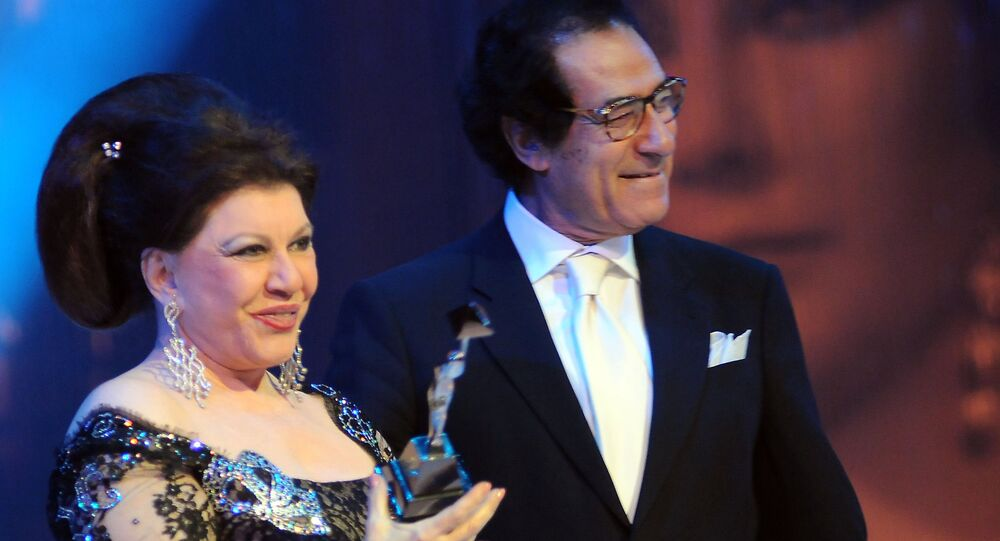 الفنانة المصرية شويكار مع وزير الثقافة المصري الأسبق فاروق حسني