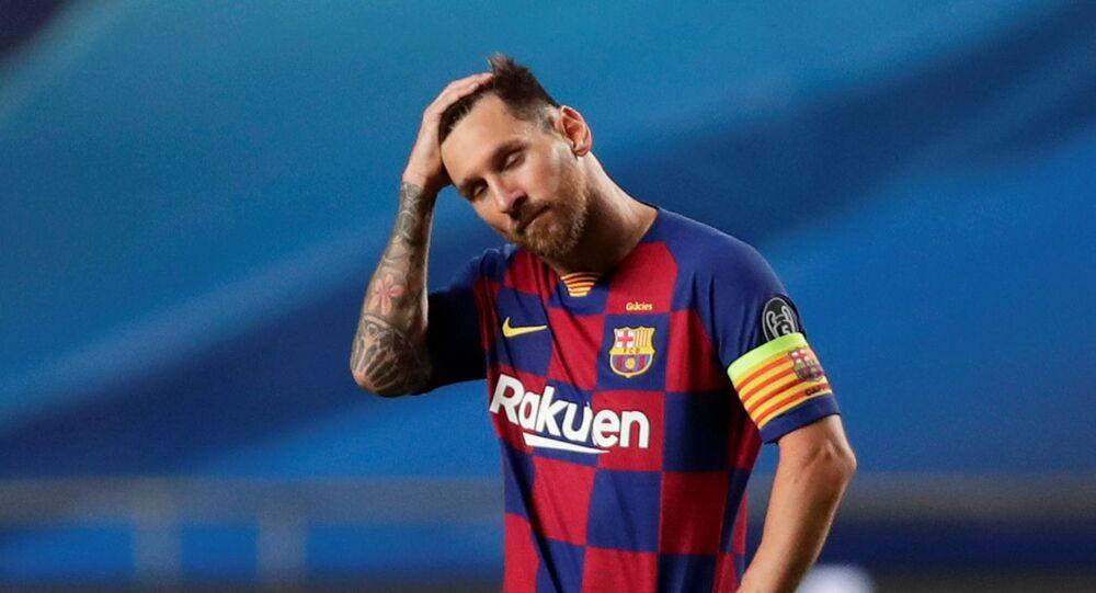 نجم نادي برشلونة ليونيل ميسي عقب هزيمة فريقه أمام نادي بايرن ميونخ، 14 أغسطس/ آب 2020