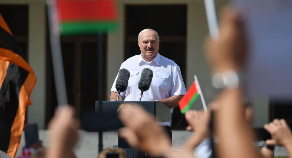 الرئيس البيلاروسي لوكاشينكو خلال تجمع تضامني معه