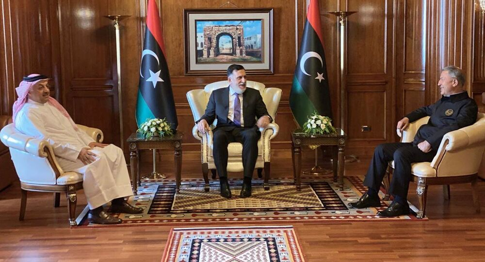رئيس حكومة الوفاق الليبية فائز السراج مع وزير الدفاع التركي خلوصي أكار ووزير الدفاع القطري خالد العطية 17 أغسطس  آب 2020