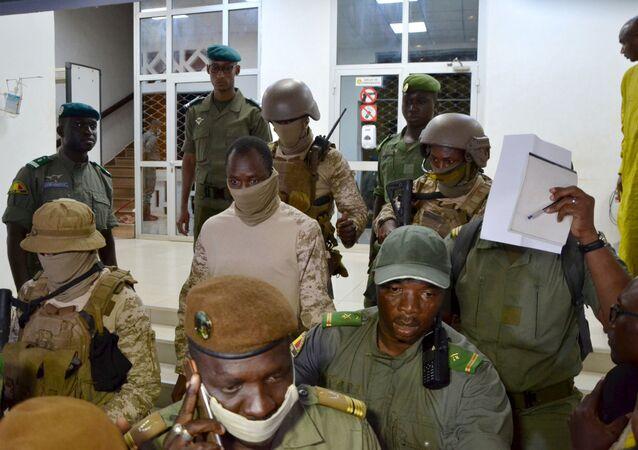 قادة المجلس العسكري في مالي برئاسة الكولونيل أسيمي جويتا