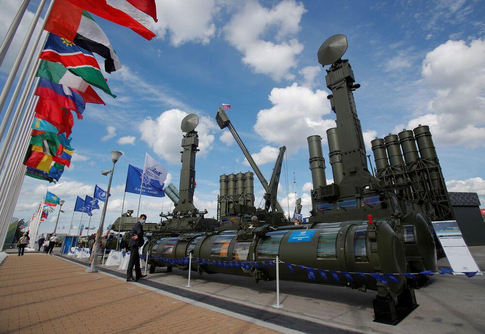منظومة الدفاع الجوي أنتي - 4000 في معرض أرميا 2020 الدولي للأسلحة والمعدات العسكرية في الحديقة العسكرية الوطنية باتريوت بضواحي موسكو