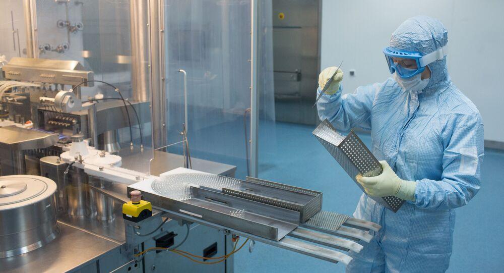 إنتاج لقاح ضد المرض الفيروسي كوفيد 19 في مصنع الأدوية بينوفارم بضواحي موسكو، أغسطس/ آب 2020