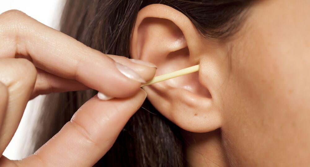تنظيف الأذن