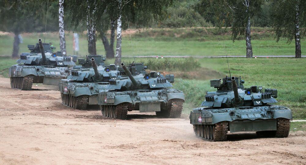 منتدى أرميا 2020 في حقل ألابينو العسكري في ضواحي موسكو - دبابة تي-80أو