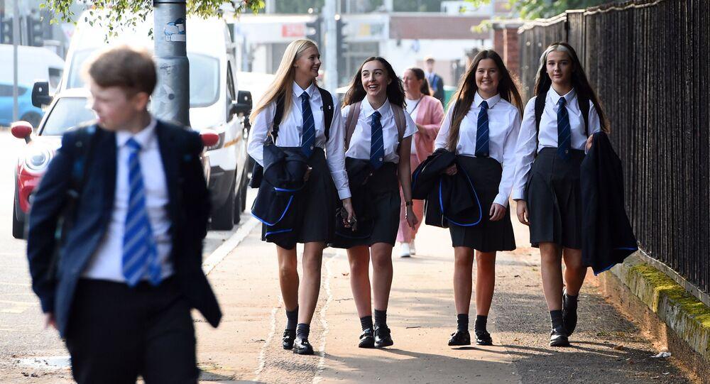 تلاميذ مدراس يعودون إلى مقاعد الدراسة في غلازكو، في إطار الاجراءات الاحترازية لمنع تفشي فيروس كورونا، اسكتلندا 12 أغسطس 2020