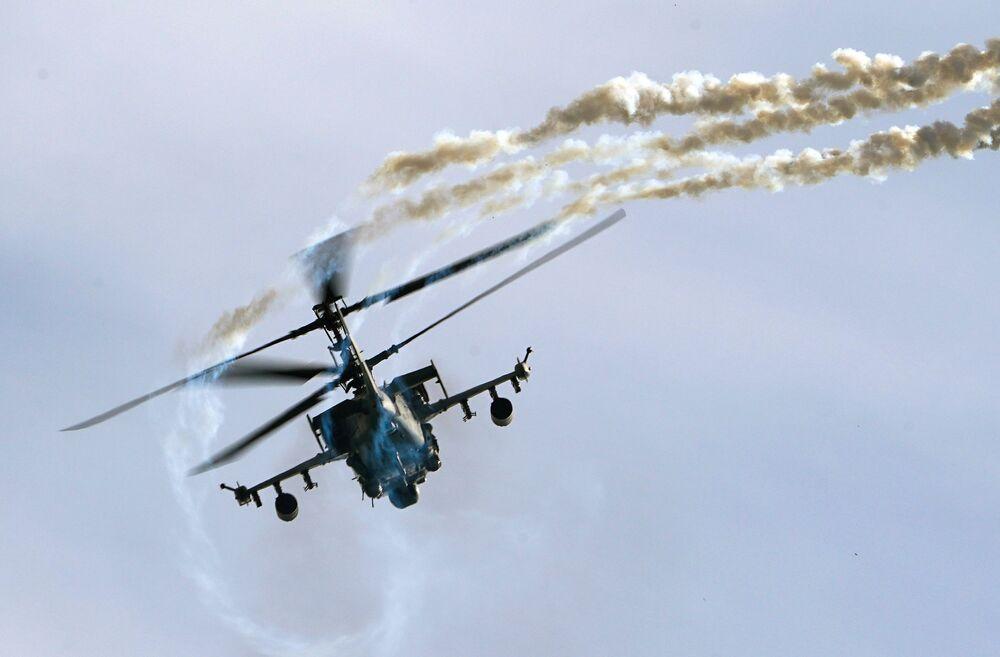 عرض جوي عسكري في منتدى أرميا 2020 في كوبينكا بضواحي موسكو - المروحية الهجومية كا - 52 (ألغاتور)