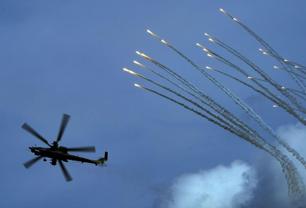 عرض جوي عسكري في منتدى أرميا 2020 في كوبينكا بضواحي موسكو - مروحية هجومية مي-28إن (صياد الليل)