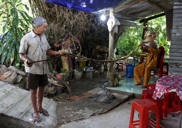 رجل فيتنامي نغوين فان شين البالغ من العمر 92 عاما، لم يقم بقص شعر منذ أكثر من 70 عاما، 21 أغطسطس/ آب 2020