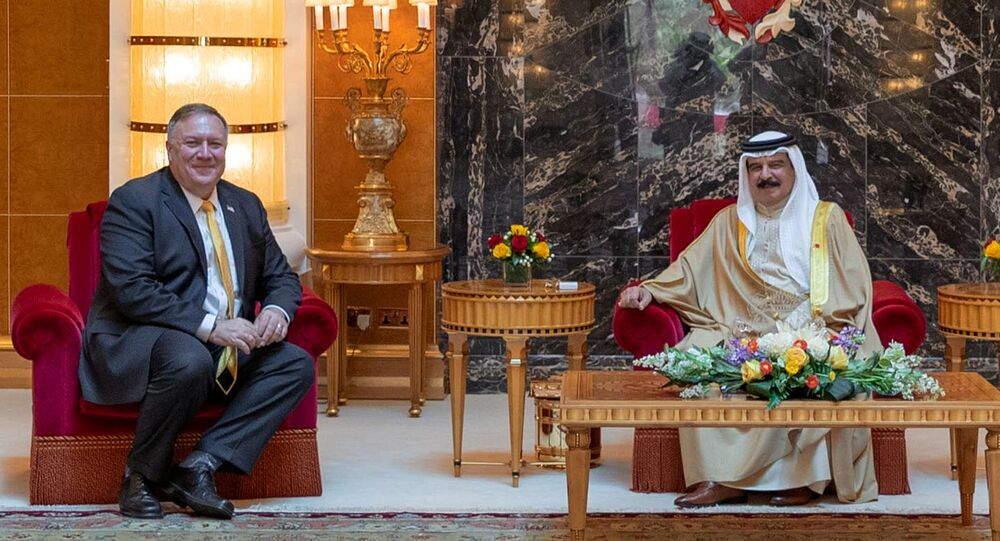 عاهل البحرين، الملك حمد بن عيسى، ووزير الخارجية الأمريكي مايك بومبيو
