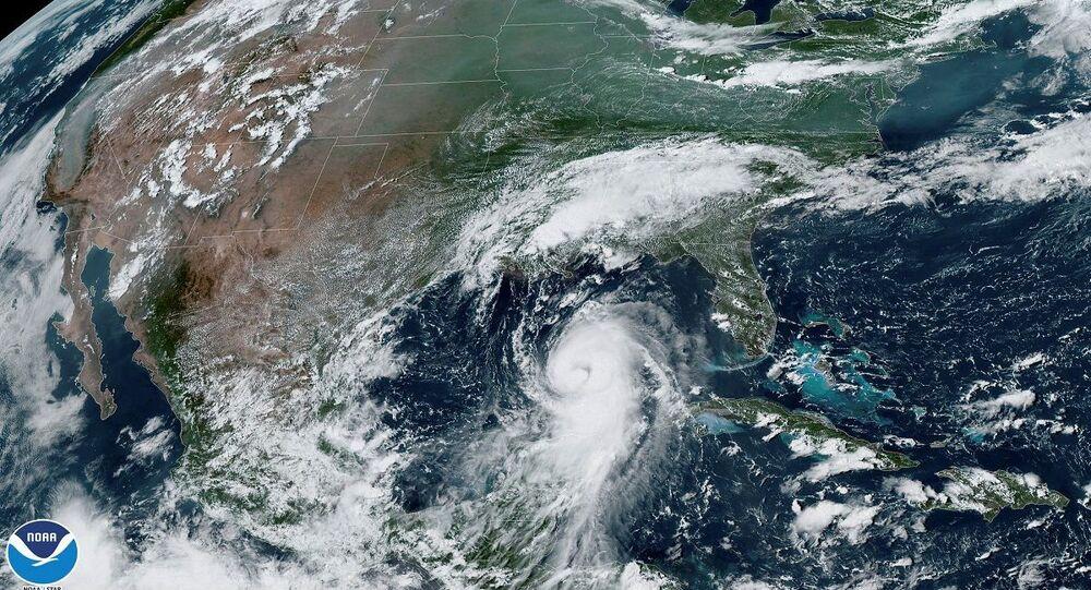 إعصار لورا
