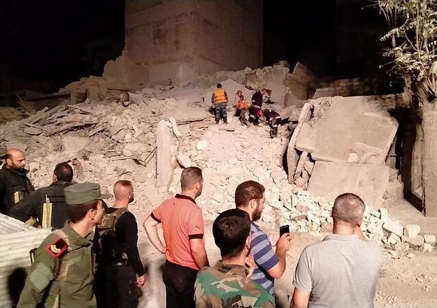 انهيار بناء في حلب شمالي سوريا